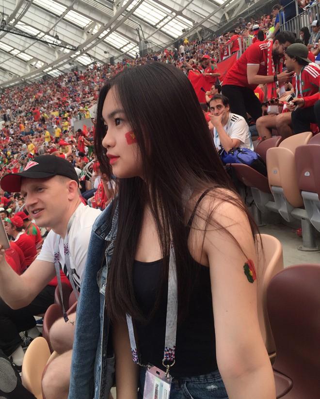 Danh tính thiếu nữ Việt ngồi trên khán đài xem World Cup khiến dân tình ghen tị hết nấc - Ảnh 1.