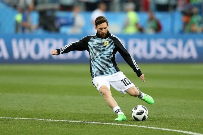 Có một Messi bất lực, đáng thương trong ngày thảm bại của Argentina - Ảnh 2.