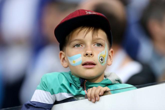 Có một Messi bất lực, đáng thương trong ngày thảm bại của Argentina - Ảnh 1.