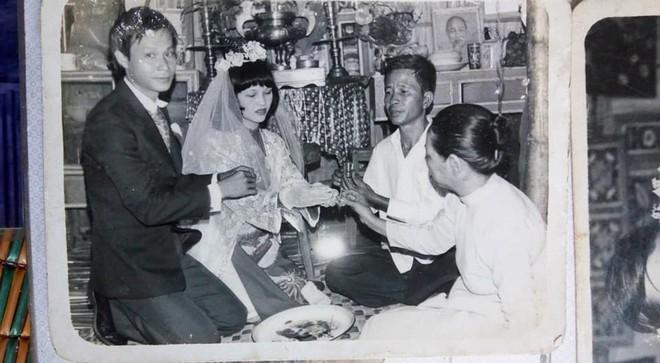 Cư dân mạng lục tung nhà tìm ảnh đám cưới bố mẹ để khoe với bạn bè cho kịp trào lưu - Ảnh 1.