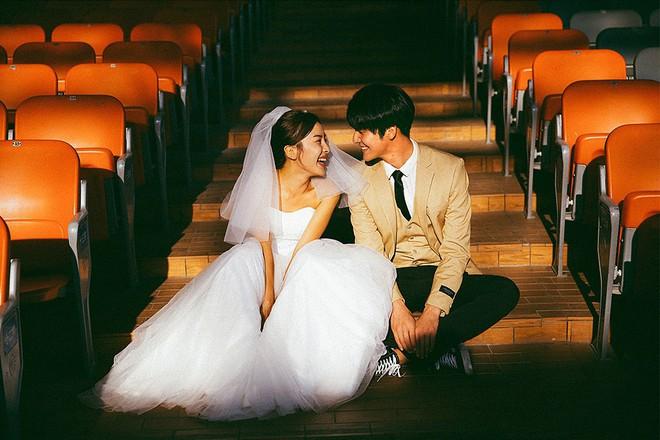 Cứ chụp ảnh cưới cười