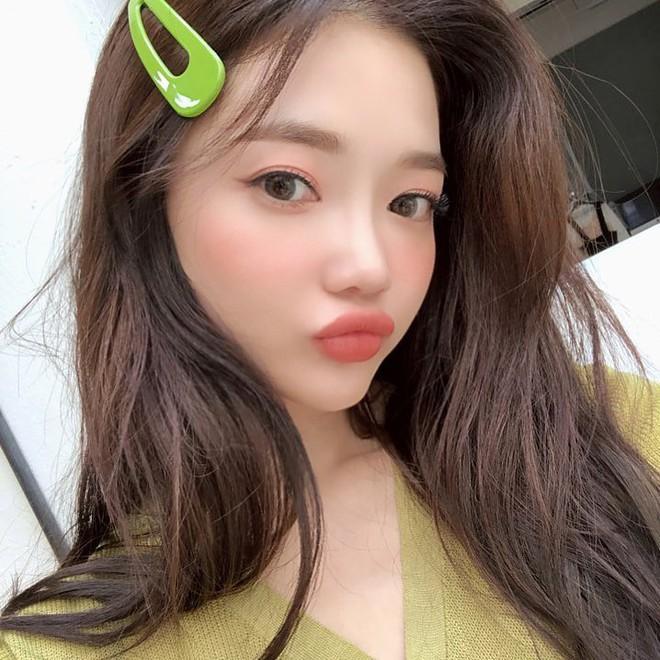 """Kẹp tóc màu sắc từ thời """"ơ kìa"""" bỗng hot trở lại, hot girl Hàn - Việt đều thi nhau dùng - Ảnh 4."""