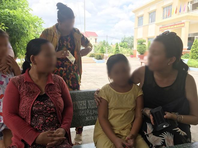 Bà nội bé gái 10 tuổi nghi bị bố ruột hiếp dâm: Con bé sợ cả nhà bị bố nó giết nên nào dám kể cho ai nghe, tội nghiệp cháu tôi quá - Ảnh 4.
