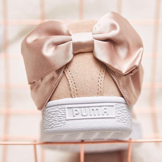 """Mẫu sneaker đính nơ siêu xinh với màu ngọt hơn kẹo này nên được các nàng cho ngay vào """"wish list"""" mùa hè - Ảnh 1."""