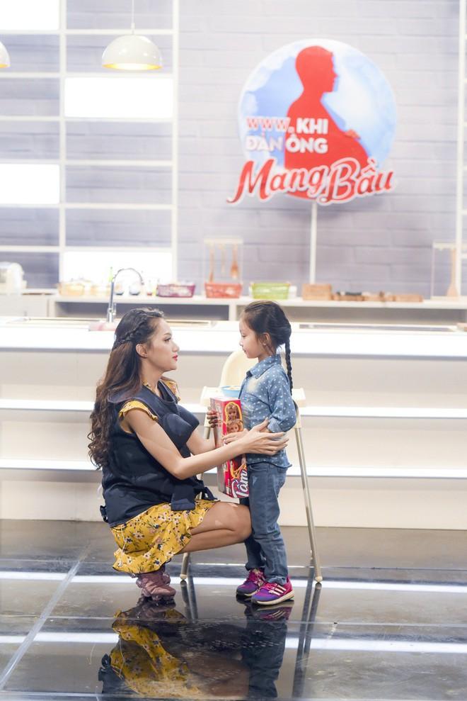Khi đàn ông mang bầu: Hương Giang xúc động và muốn tận hưởng khoảnh khắc được gọi là mẹ - Ảnh 4.