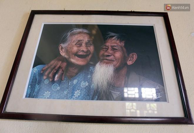 Nhiếp ảnh gia người Pháp chụp bộ ảnh đôi vợ chồng 94 tuổi và phía sau đó là một