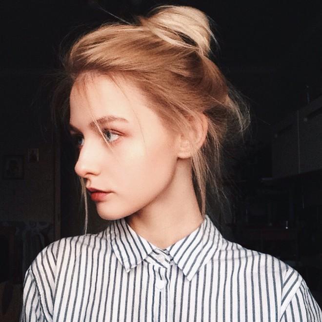 Hot girl Nga 20 tuổi đẹp như thiên thần, vừa cất giọng hát ai cũng nức nở: Người đâu hoàn hảo thế! - Ảnh 1.