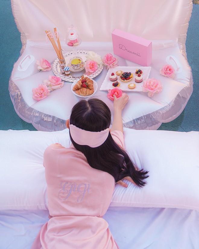 Theo chân Hội con nhà giàu Việt hưởng thụ kỳ nghỉ hè trên khắp thế giới - Ảnh 3.