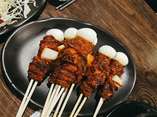 Mì lạnh trong bát xưa rồi, người Hàn còn có món mì lạnh xiên que độc đáo thế này cơ - Ảnh 3.