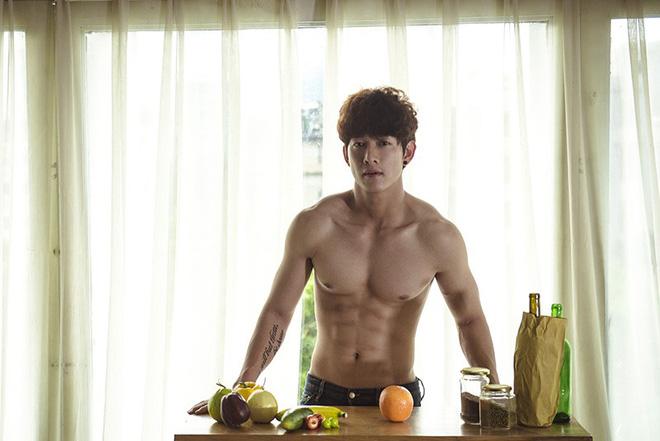 Song Luân vào vai Song Joong Ki trong Hậu Duệ Mặt Trời bản Việt