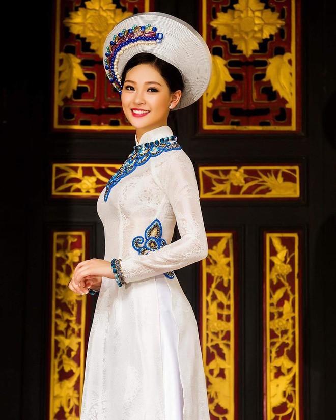 Thế hệ mỹ nhân 10x thi Hoa hậu Việt Nam 2018: Toàn nữ sinh vừa thi tốt nghiệp, xinh đẹp và sở hữu thành tích ấn tượng - Ảnh 2.