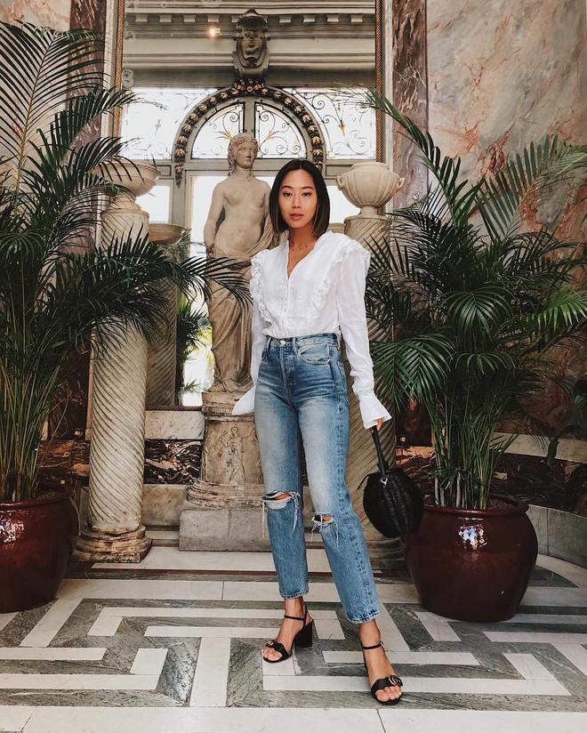 Jeans nào Giày nấy: 4 cách kết hợp siêu đẹp từ các fashion blogger bạn nên học tập ngay - Ảnh 2.