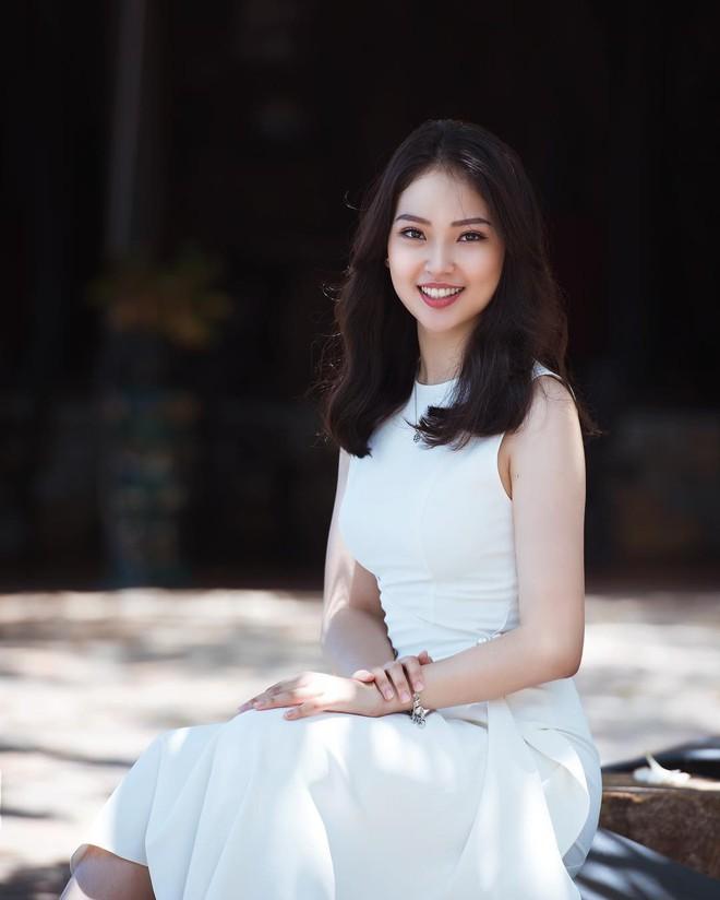 Thế hệ mỹ nhân 10x thi Hoa hậu Việt Nam 2018: Toàn nữ sinh vừa thi tốt nghiệp, xinh đẹp và sở hữu thành tích ấn tượng - Ảnh 1.