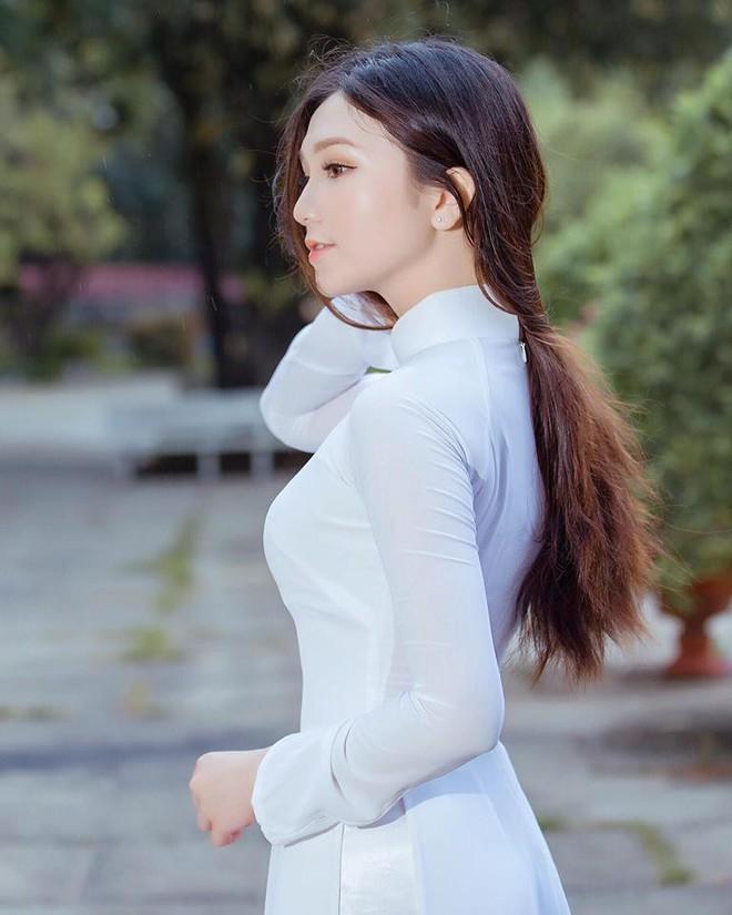 Thế hệ mỹ nhân 10x thi Hoa hậu Việt Nam 2018: Toàn nữ sinh vừa thi tốt nghiệp, xinh đẹp và sở hữu thành tích ấn tượng - Ảnh 9.