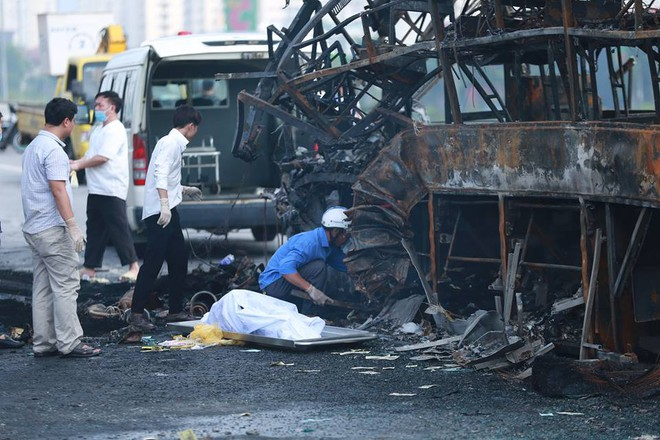 Hà Nội: Vụ cháy xe khách khiến thai phụ 6 tháng tử vong - Ảnh 1.