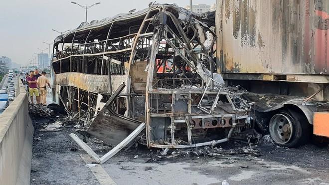 Hà Nội: Vụ cháy xe khách khiến thai phụ 6 tháng tử vong - Ảnh 3.