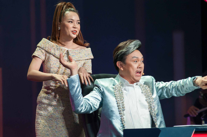 Làm giám khảo, Sam vẫn bất chấp chạy lên sân khấu để ôm được trai trẻ - Ảnh 2.
