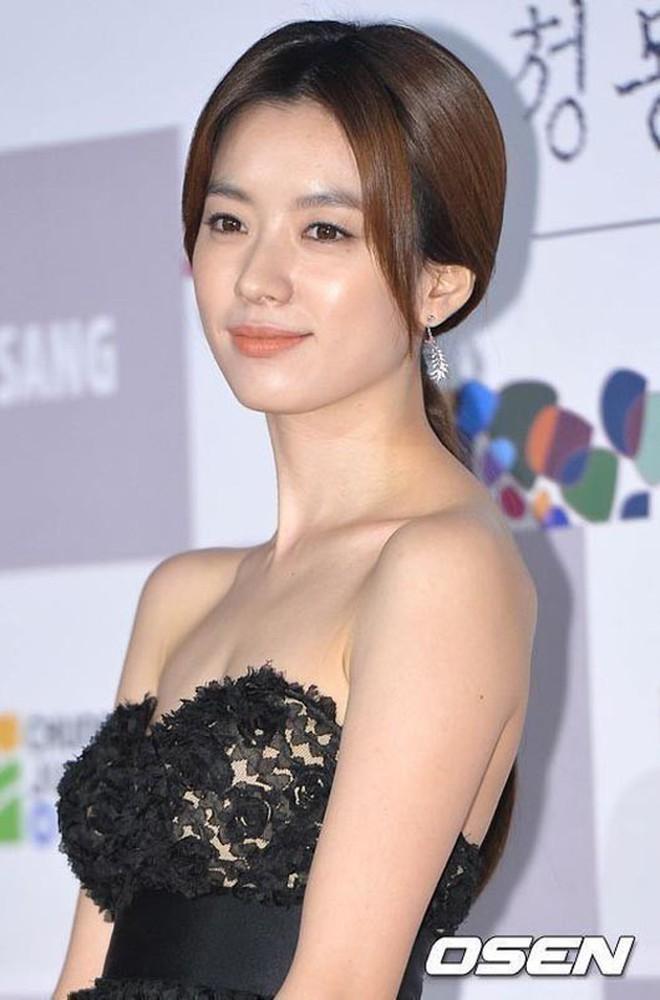 """Cặp đôi """"thánh sống"""" Kang Dong Won và Han Hyo Joo: Khi người thừa kế đời thực và nữ thần đều dính bê bối chấn động - Ảnh 34."""
