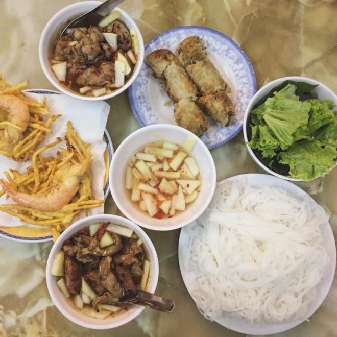 """Ở Sài Gòn mà thèm bún chả Hà Nội thì nên """"gửi gắm tâm tình"""" ở quán nào? - Ảnh 7."""
