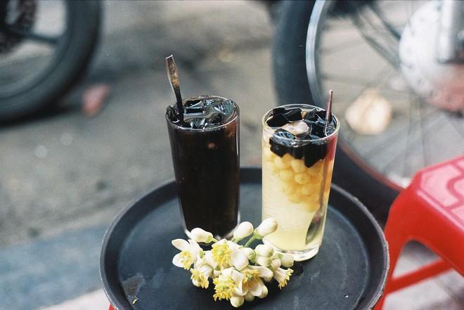 """Mùa hè ở Hà Nội sẽ vô vị lắm nếu không nhắc đến 4 món thạch """"chưa đến môi đã trôi đến cổ"""" này đây - Ảnh 7."""