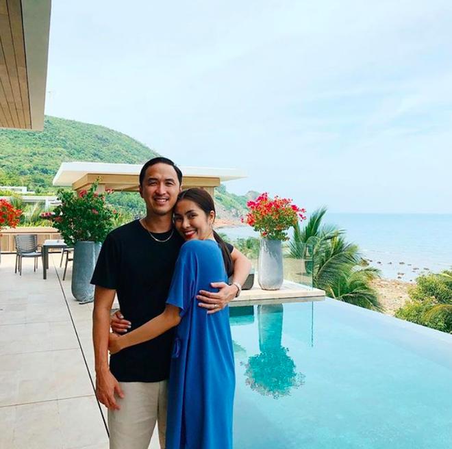 Hà Tăng khoe ảnh selfie chứng minh nhan sắc không tuổi khi đang du lịch nghỉ dưỡng với ông xã - Ảnh 2.