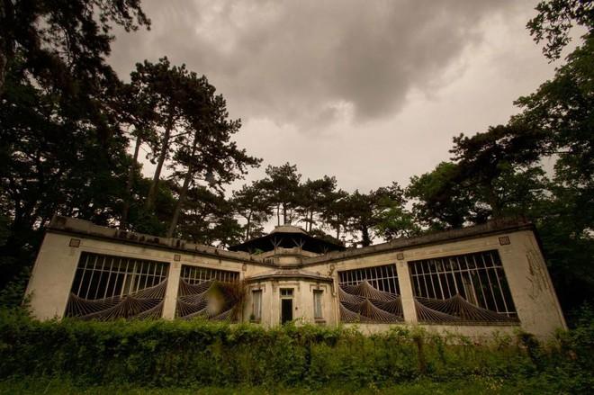 Bên trong khu vườn bị bỏ hoang ở Paris, nơi 100 năm trước con người từng bị đem ra triển lãm, mua vui chẳng khác gì ở sở thú - Ảnh 5.