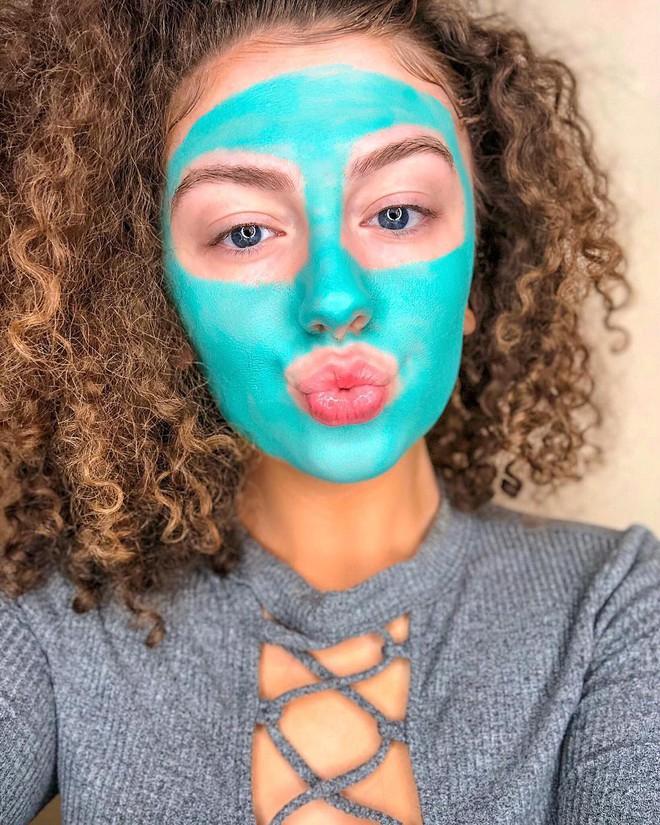 """Sản phẩm mặt nạ màu xanh chóe lọe """"hot hit"""" này chính là trợ thủ mùa hè của các cô nàng da dầu, dễ nổi mụn - Ảnh 4."""