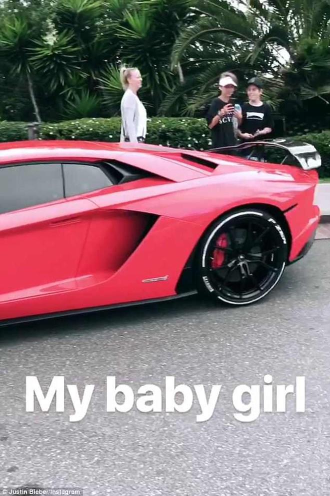 Justin Bieber khoe siêu xe mới 11 tỷ nhưng ngoại hình xuống sắc trầm trọng của anh còn gây chú ý hơn - Ảnh 2.
