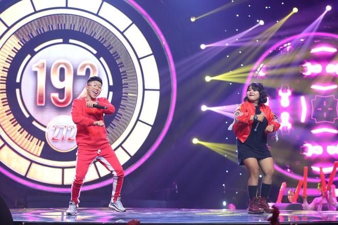 Nhạc hội song ca: Mang hit Cô gái mét 52 lên sân khấu, Kay Trần chiến thắng Mr.T với số điểm sát nút - Ảnh 5.