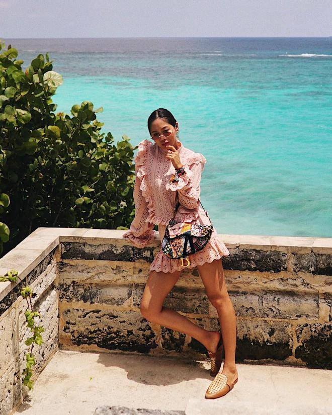 """Một ngày đẹp trời, bạn tỉnh giấc và thấy cả thế giới đang đeo mẫu túi Dior kiểu... """"hot"""" nhất từ thời mẹ mình - Ảnh 3."""
