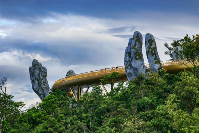 Cầu Vàng Đà Nẵng xuất hiện trên Instagram nghệ thuật nổi tiếng thế giới cùng vô vàn lời khen - Ảnh 5.