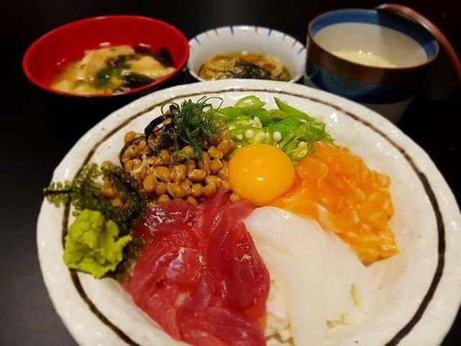 """Sài Gòn không thiếu những quán sushi giá rẻ cho mấy ngày """"xẹp ví"""" mà vẫn thèm ăn sang - Ảnh 12."""
