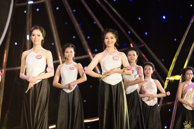 Cập nhật: 38 người đẹp phía Bắc của Hoa hậu Việt Nam tự tin trình diễn bikini, khoe hình thể nóng bỏng - Ảnh 1.