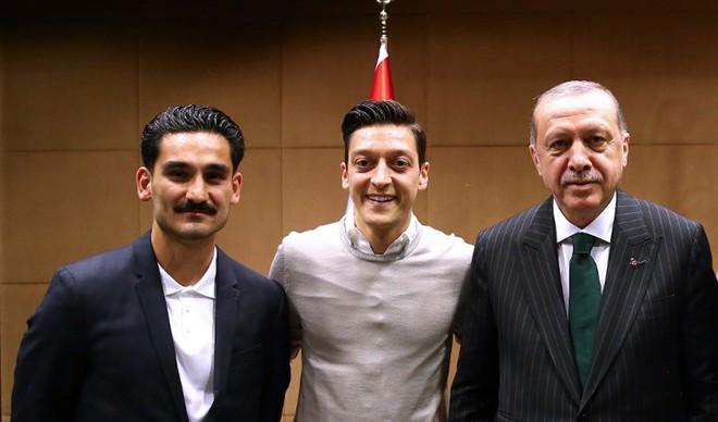 CHÍNH THỨC: Mesut Ozil tuyên bố chia tay đội tuyển Đức - Ảnh 2.