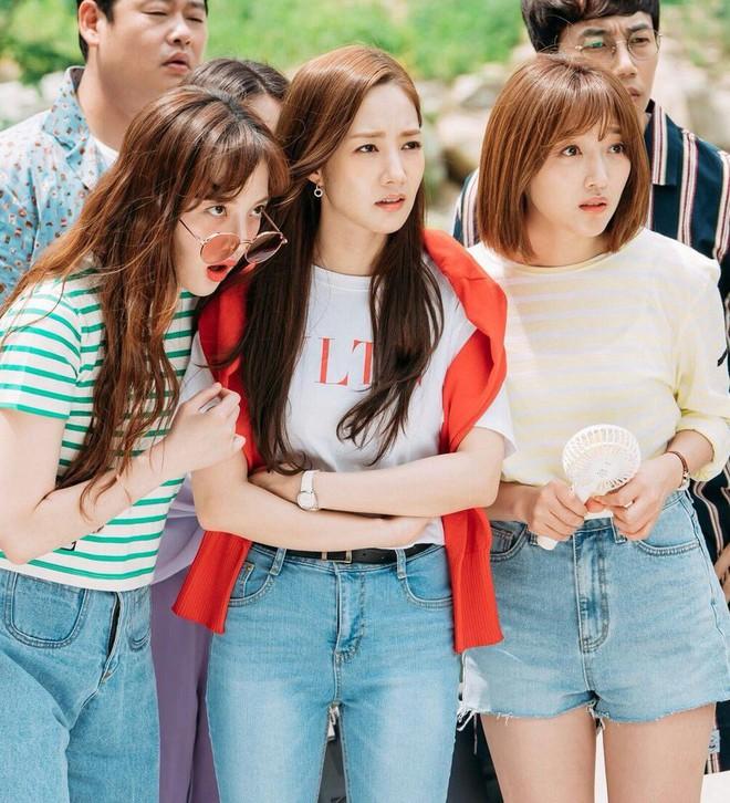 """Được cả loạt sao cùng diện, đây chính là những mẫu trang phục """"quốc dân"""" đang hot nhất ở Hàn Quốc thời gian này - Ảnh 10."""