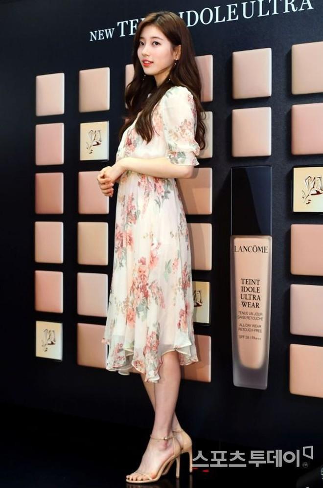 """Được cả loạt sao cùng diện, đây chính là những mẫu trang phục """"quốc dân"""" đang hot nhất ở Hàn Quốc thời gian này - Ảnh 13."""