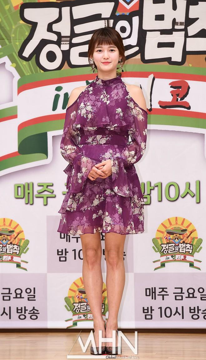 """Được cả loạt sao cùng diện, đây chính là những mẫu trang phục """"quốc dân"""" đang hot nhất ở Hàn Quốc thời gian này - Ảnh 6."""