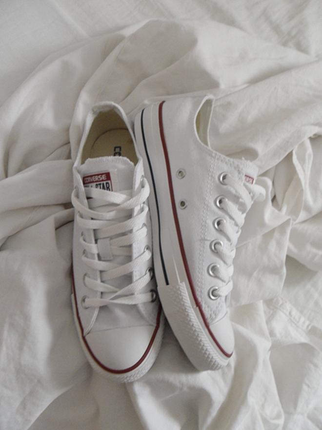 Đây là 5 đôi sneaker được các fashion editor mua đi mua lại vì diện với đồ gì cũng đẹp - Ảnh 2.