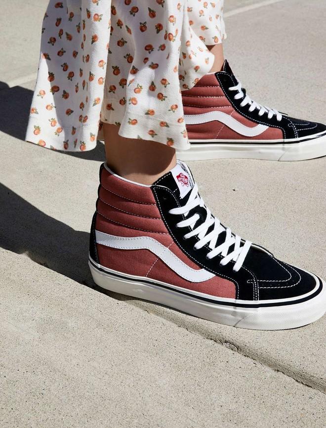 Đây là 5 đôi sneaker được các fashion editor mua đi mua lại vì diện với đồ gì cũng đẹp - Ảnh 3.