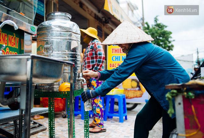 """""""Giàu"""" như anh bán chuối chiên Sài Gòn: Mở quán cơm 5k cho người thu nhập """"chưa cao"""", 5 năm đắt hàng - Ảnh 5."""