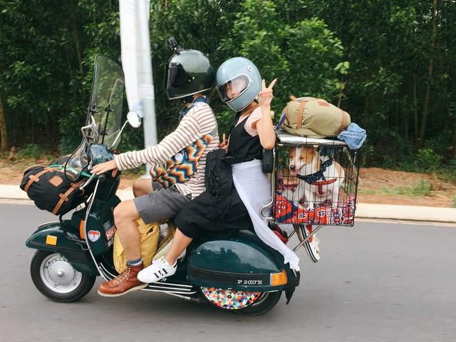 """Chàng trai Sài Gòn chế lồng trên xe Vespa cho thú cưng đi """"phượt"""" đã đời - Ảnh 1."""