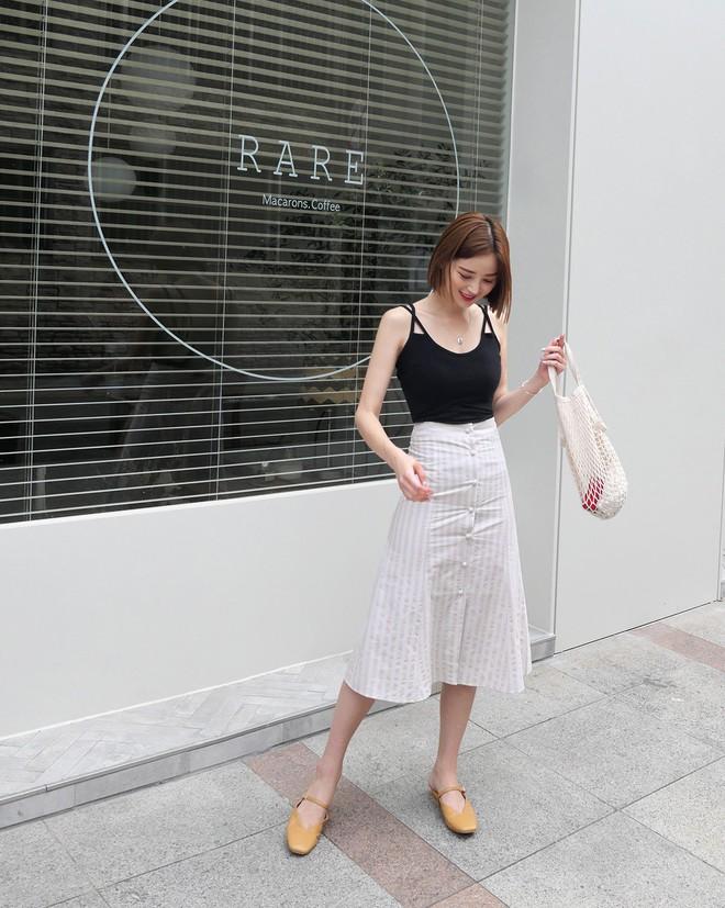 Chân váy midi vừa chống nắng lại có tới tận 4 cách lên đồ cực xinh thế này thì ngại gì mà không thử! - Ảnh 13.