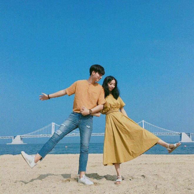 """7 công thức """"đẹp đừng hỏi"""" mà lại dễ áp dụng giúp bạn diện đồ đôi với nửa kia chất như giới trẻ Hàn Quốc - Ảnh 1."""