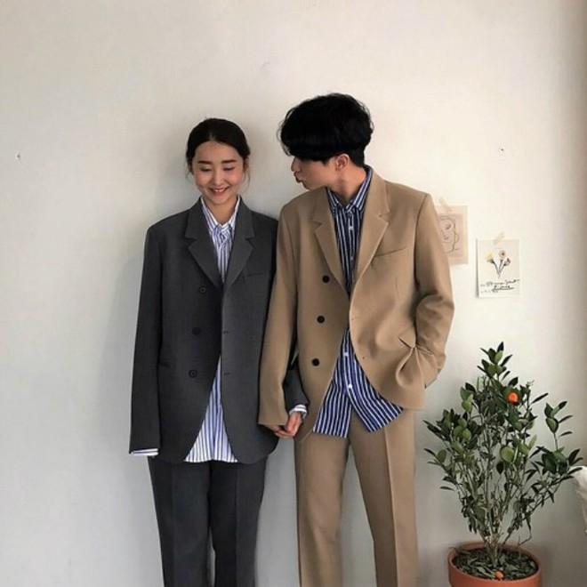 """7 công thức """"đẹp đừng hỏi"""" mà lại dễ áp dụng giúp bạn diện đồ đôi với nửa kia chất như giới trẻ Hàn Quốc - Ảnh 7."""