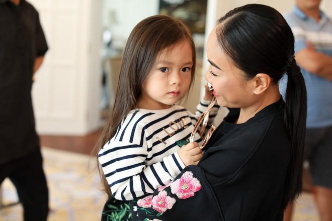 Cô chiêu, cậu ấm là con lai của nghệ sĩ Vbiz: Bé từ nhỏ đã biết diện đồ hiệu, bé sở hữu lượng fan nhiều hơn cả mẹ - Ảnh 7.