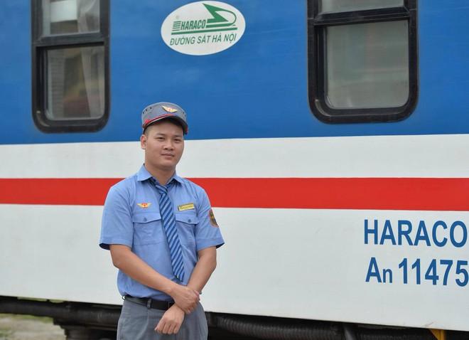 Khen thưởng nhân viên và tổ tàu trả lại hơn 100 triệu cho hành khách bỏ quên - Ảnh 3.