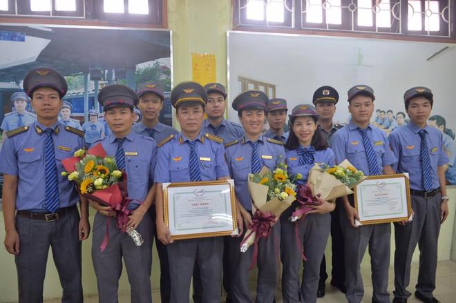 Khen thưởng nhân viên và tổ tàu trả lại hơn 100 triệu cho hành khách bỏ quên - Ảnh 1.