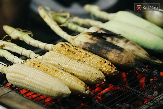 """Chiều Sài Gòn cứ mưa, nhâm nhi mấy món nướng ăn vặt này là """"chuẩn bài"""" luôn rồi - Ảnh 1."""