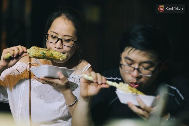 """Chiều Sài Gòn cứ mưa, nhâm nhi mấy món nướng ăn vặt này là """"chuẩn bài"""" luôn rồi - Ảnh 2."""