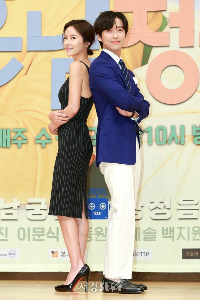 """Nam Goong Min và Hwang Jung Eum tái hợp trong """"The Undateables"""" nhưng đáng tiếc, bộ phim lần này của họ lại là siêu flop."""